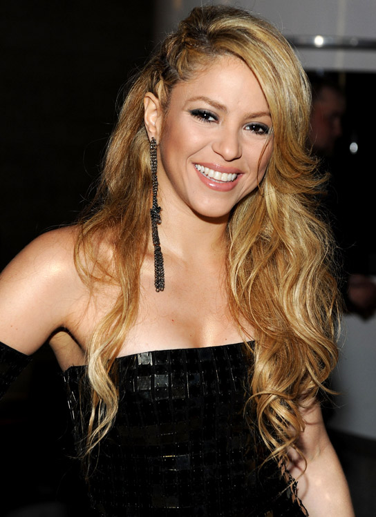 http://www.hollywoodlife.com/wp-content/uploads/2010/02/020110_hollyscope_shakira_544.jpg