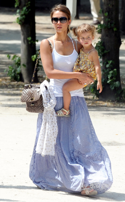 Jessica Alba and her daughter Honor strolling with some friends in Paris. She spent a sunny afternoon  with her daughter at 'Jardins des Tuileries' (Tuileries' garden) playing at the playground. June 25, 2010. (X17online.com)