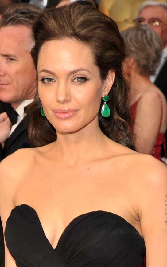 Angelina Jolie arrives at the 81st Annual Academy Awards held at The Kodak Theatre on February 22, 2009 in Hollywood, California.